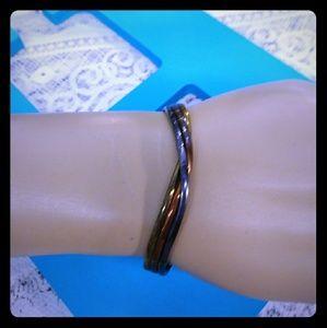Jewelry - Slim Twist Bracelet